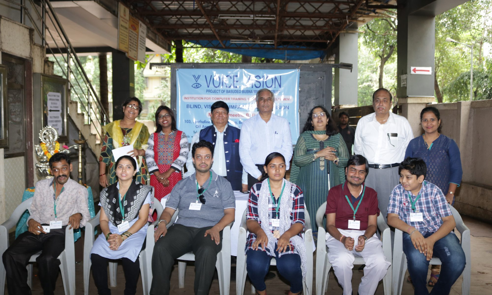 Its a group photo with Chief Guest, Doctors, College Principal, Teachers, Voice Vision Founder, Doctors from LifeSupporters and participants along with volunteers are standing.