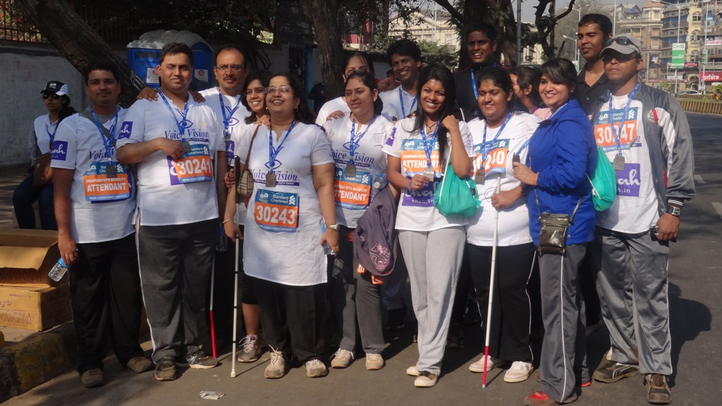 a group picture of participants before the marathon